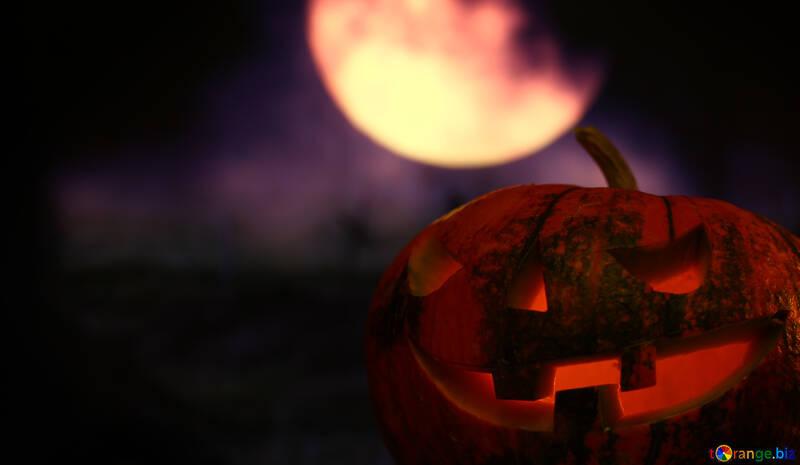 Calabaza de Halloween en el cielo nocturno con la luna №46157