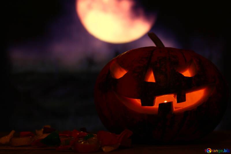 Calabaza de Halloween en el cielo nocturno con la luna №46158