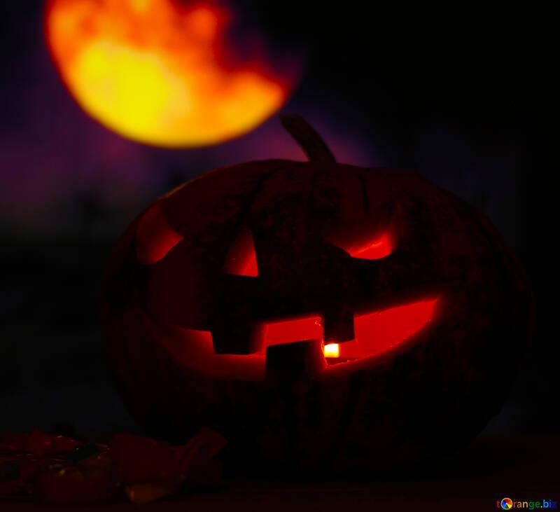 Calabaza de Halloween en el cielo nocturno con la luna №46159