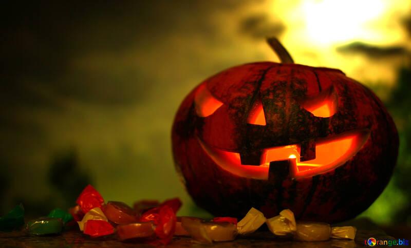 Calabaza de Halloween en un fondo puesta de sol №46173