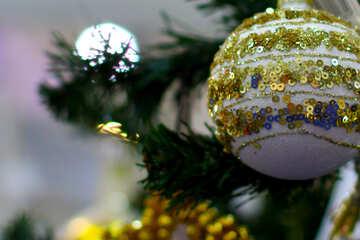 Авторский новогодний шарик на елке №47574