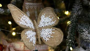 Самодельная новогодняя игрушка бабочка на елке №47684