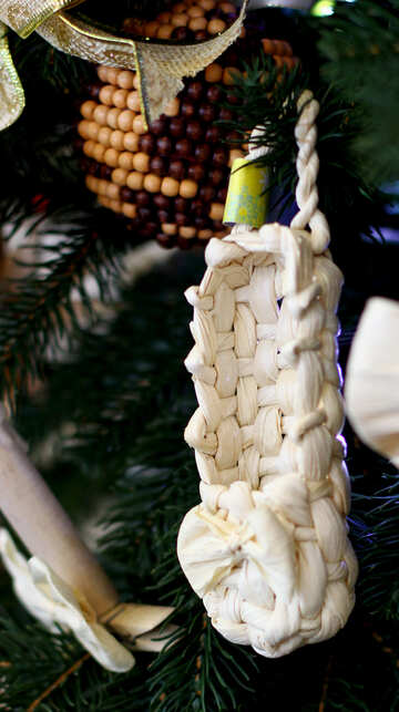 Wicker Christmas toys on the Christmas tree №47664