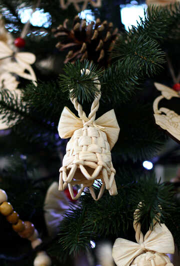 Wicker Christmas toys on the Christmas tree №47670