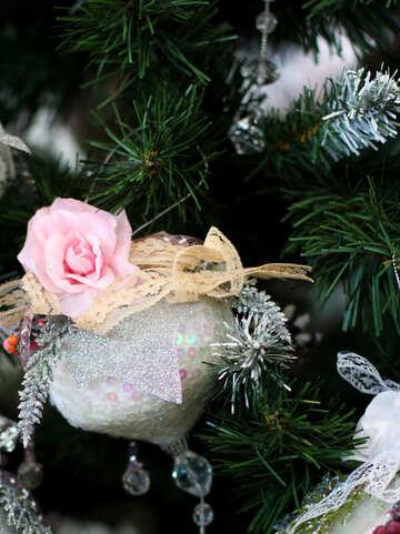 Новогодний шарик и цветок на елке №47562