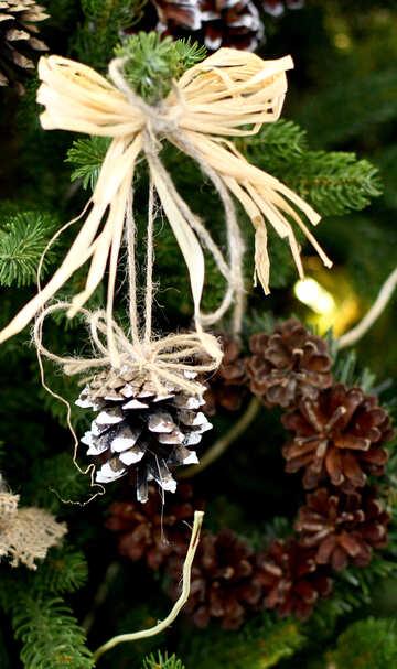 Christmas wreath decoration on a Christmas tree №47811