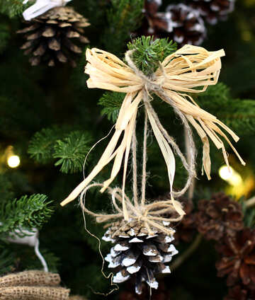 Christmas wreath decoration on a Christmas tree №47812