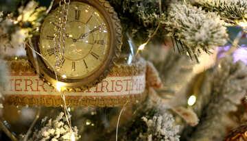 Weihnachten Spielzeug Vintage-Uhr auf einem Weihnachtsbaum №47784