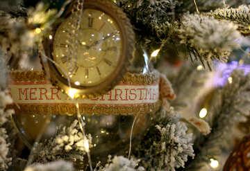 Weihnachten Spielzeug Vintage-Uhr auf einem Weihnachtsbaum №47786