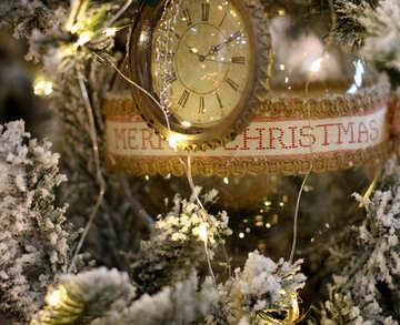 Weihnachten Spielzeug Vintage-Uhr auf einem Weihnachtsbaum №47779