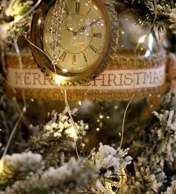 Weihnachten Spielzeug Vintage-Uhr auf einem Weihnachtsbaum №47782