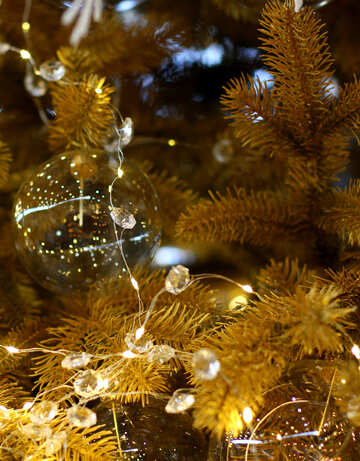 Weihnachtskugel aus Glas und einem Kranz auf einem Weihnachtsbaum №47567
