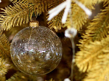 Glass beads and a garland of lights on the Christmas tree №47722