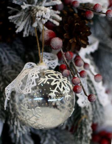 Weihnachtskugel aus transparentem Glas mit Schnee gemacht №47804