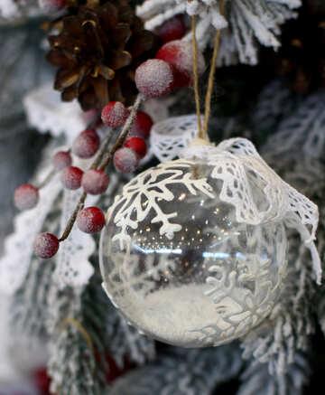 Weihnachtskugel aus transparentem Glas mit Schnee gemacht №47805
