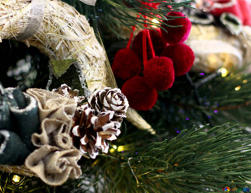 Christmas wreath decoration on a Christmas tree №47829