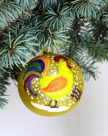 Новогодняя игрушка петух на ветке елки №48184