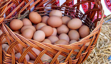Chicken eggs in a basket №48403