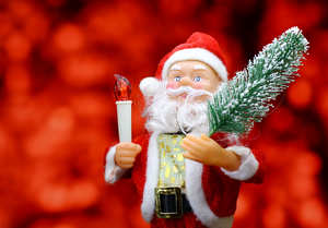 New Year`s card with Santa Claus toy brings Christmas tree at glow red bokeh background . Big Copyspace concept for New Year`s market banner, poster, congratulations. №48166