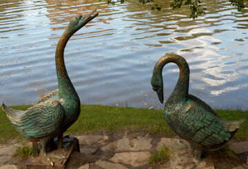 Memorial sculpture swans №48474