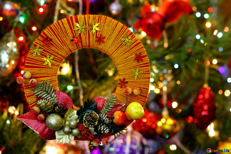 Homemade Christmas wreath on the background of the Christmas tree №48223