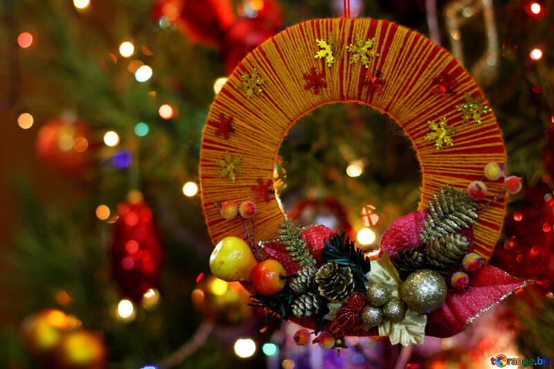 Homemade Christmas wreath on the background of the Christmas tree №48224