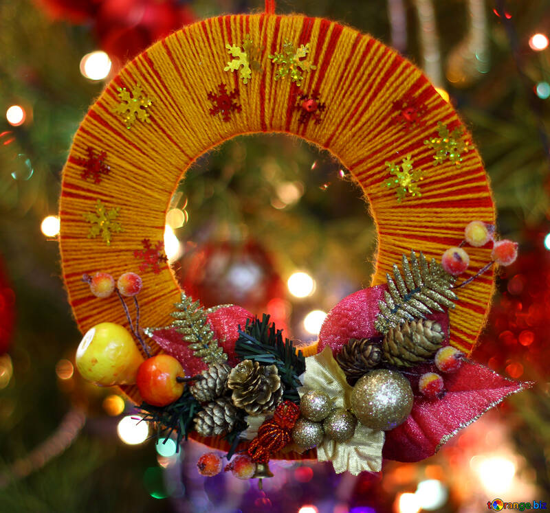 Homemade Christmas wreath on the background of the Christmas tree №48227