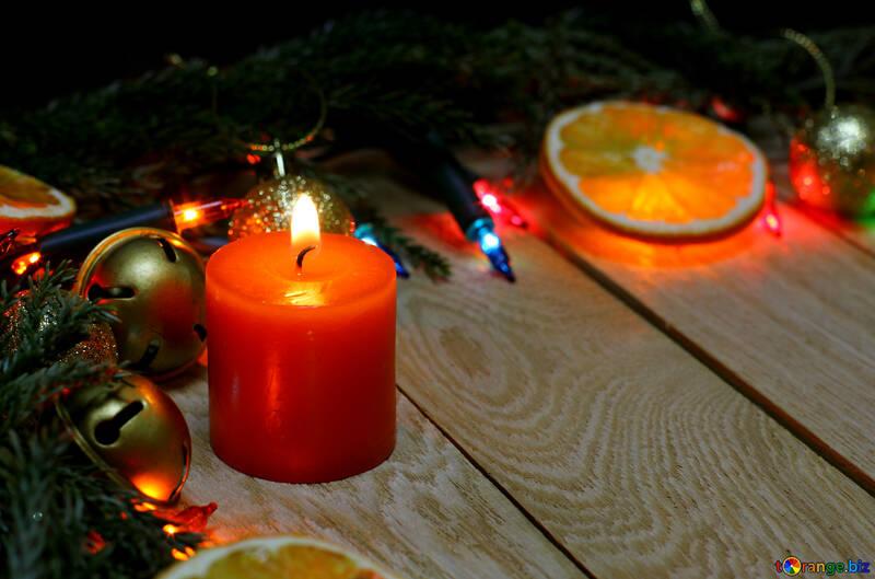 Velas de Navidad en un fondo de madera №48186