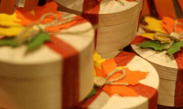 Hintergrund mit Herbstgeschenken №49291
