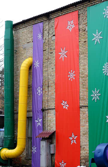 Yellow pipe and red green and purple cloth hanging №49433