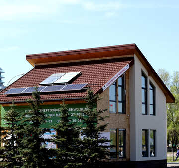 Solar panels on the roof of a private house №49102
