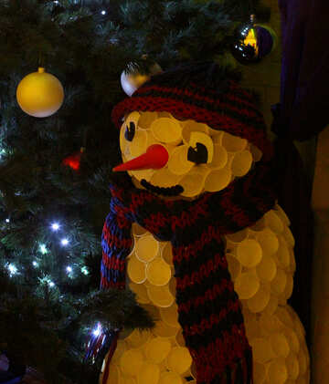 A snowman infront of a tree, christmas tree №49447