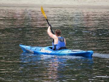 A man swims on a kayak №49917