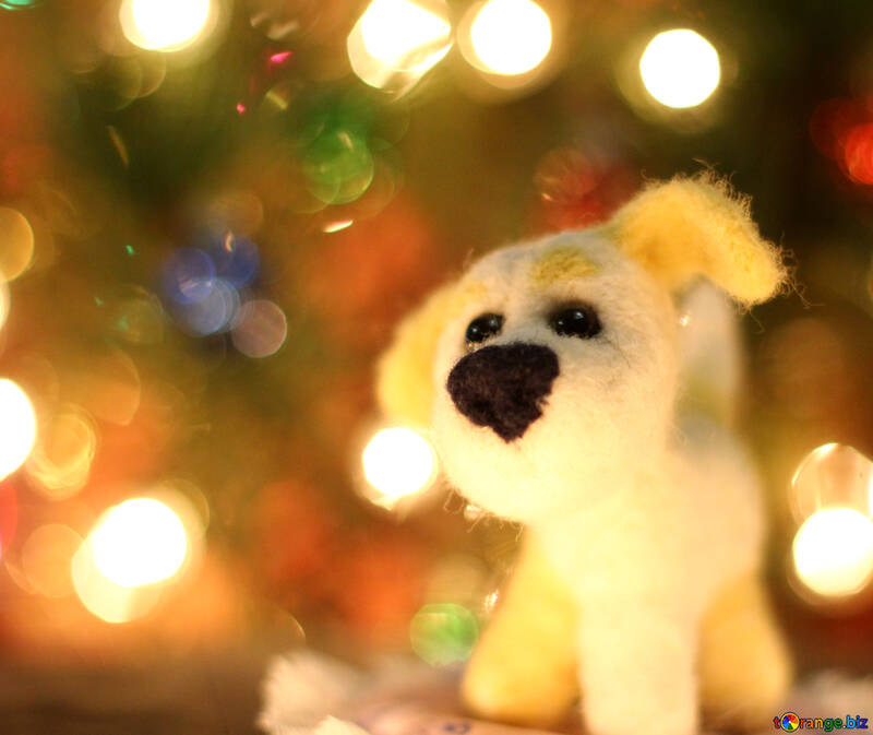 Символ нового года 2018 года собака.  Щенок валяный из шерсти под новогодней ёлкой №49625