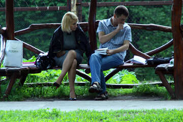 Students on the bench are doing. They read textbook. №5052