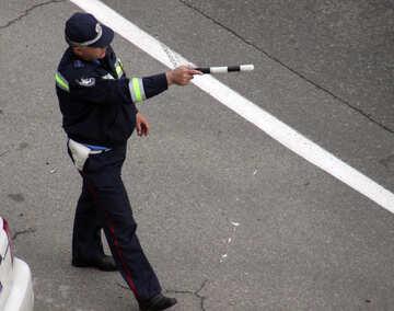 Policeman slows the car rod №5222