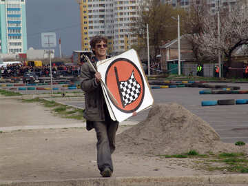 The judge shall mark the finish line.The checkered flag in the red circle. №5143