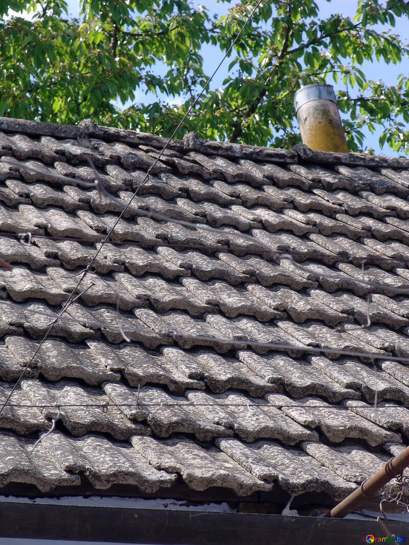 Vecchio tetto di mattonelle. Struttura №5324