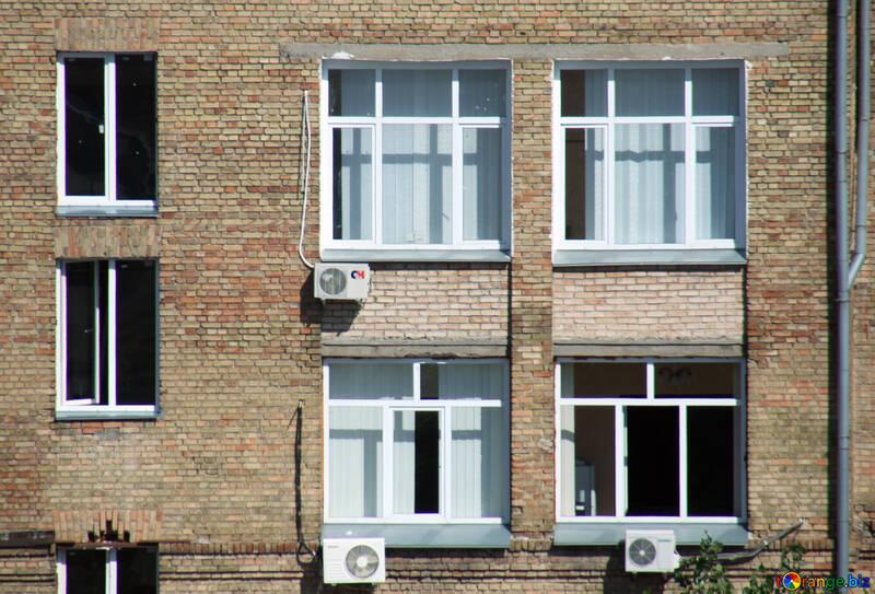 Aria condizionatori e finestre mattone . parete struttura. №5740