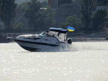 Barca su un lago №50740