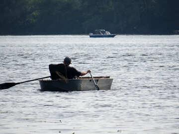 Uomo di barca a remi №50724