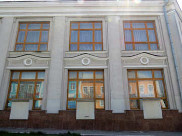 Side of building with 6 different window panels №50470