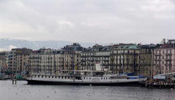 Ein Vergnügungsschiff in Genf №50151