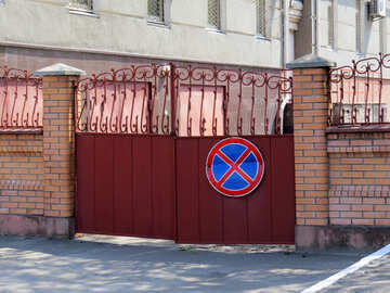 gate with no parking sign №50479