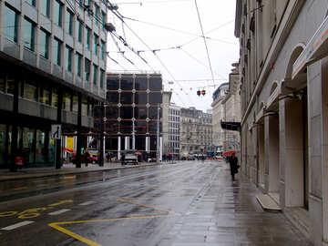 Strada bagnata nella città europea №50084