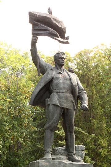 Statue man holding flag №50950