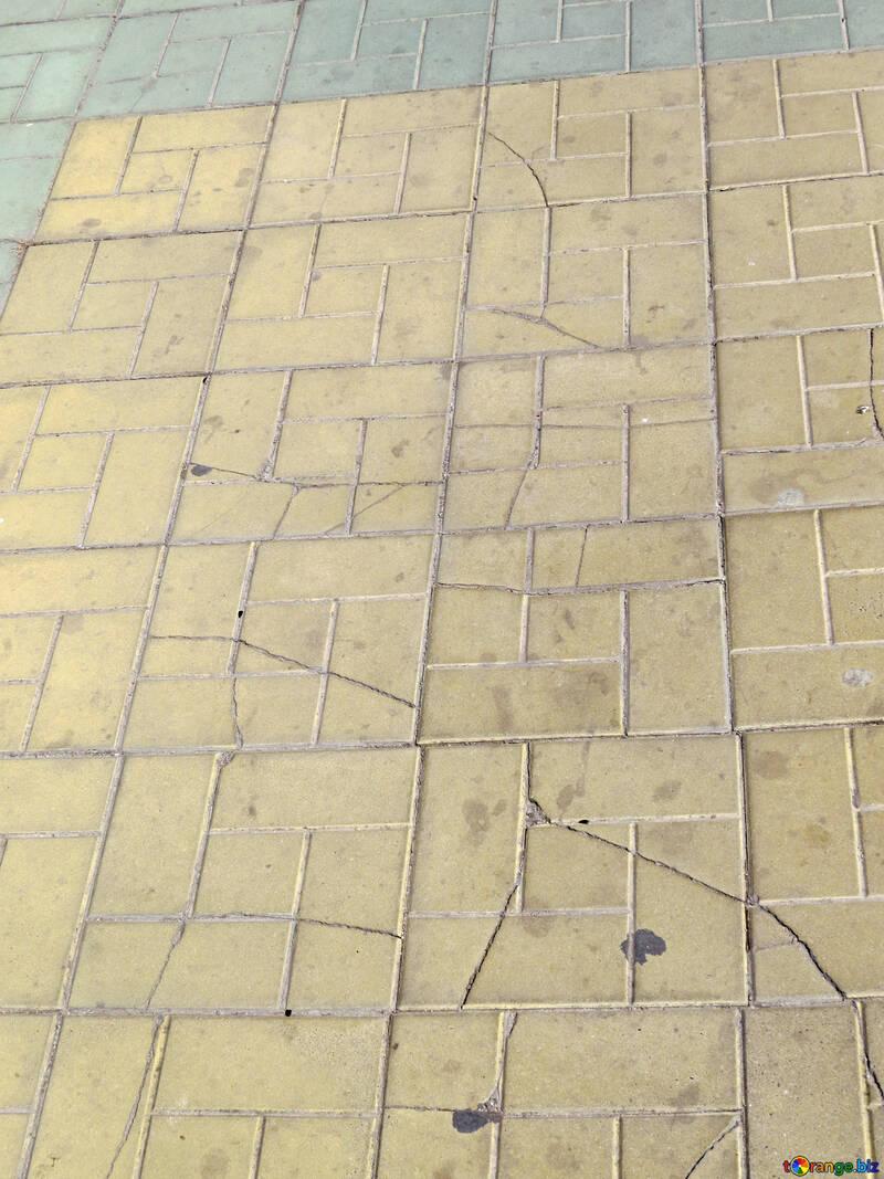 Pavimento di piastrelle incrinate №50518