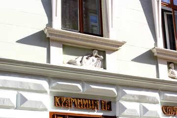 Lado de la repisa de la ventana del edificio №51644