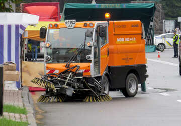 orange cleaning car sweeper street truck №51250