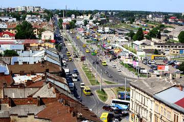 Piazza con una strada e auto Via della città №51752